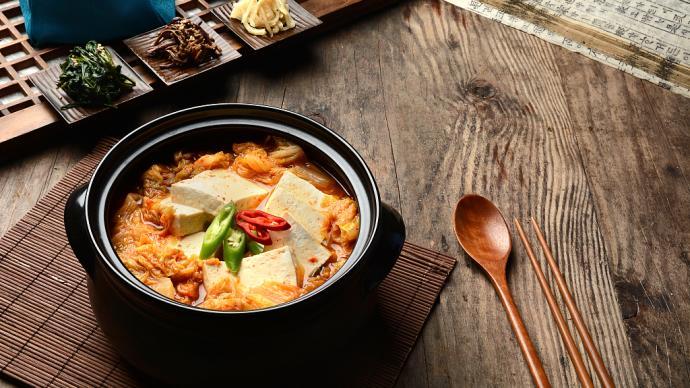 下厨房|泡菜做的汤,是夏季里大口吃饭的密码