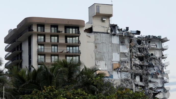 美国迈阿密公寓楼倒塌:已找到102人,至少99人失踪