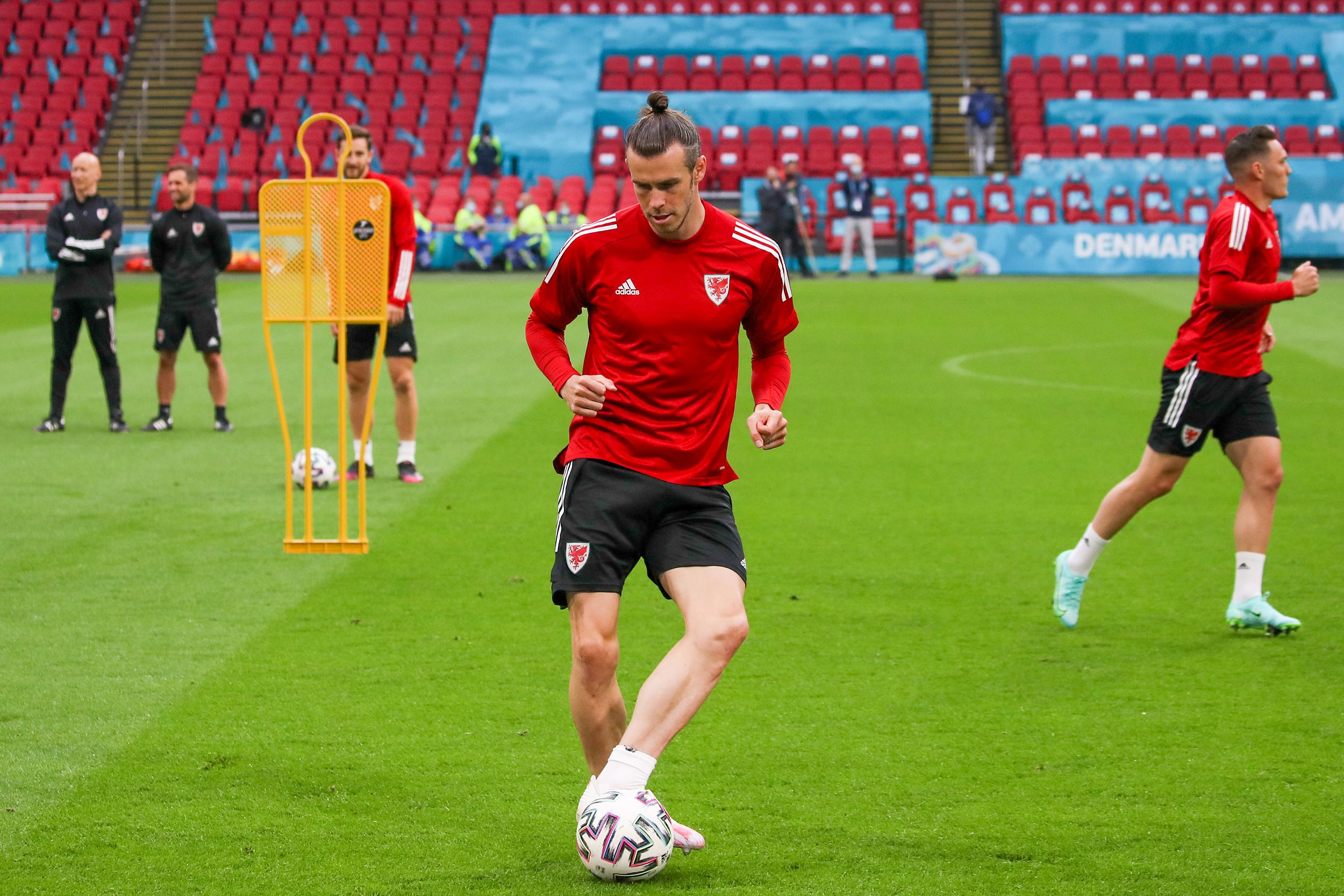 威尔士核心贝尔在赛前训练中。