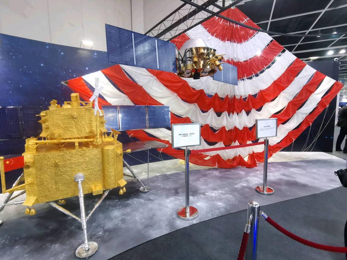 """""""嫦娥五号""""返回器主降落伞原件。澎湃新闻记者方晓 图"""