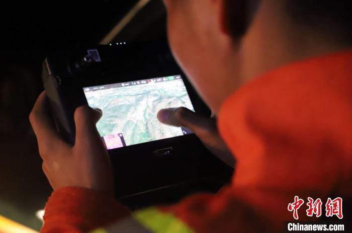 图为监测人员监测亚洲象 云南省森林消防总队提供