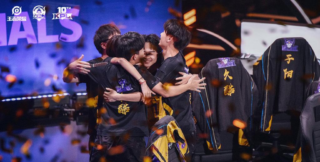 南京Hero久竞问鼎2021KPL春季赛。