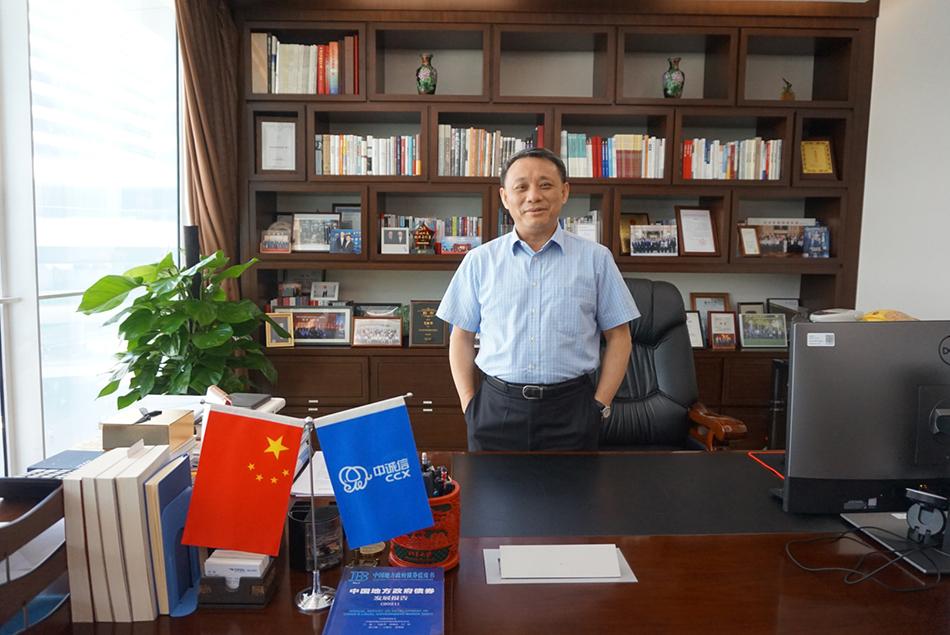 中诚信集团创始人、董事长、中诚信国际首席经济学家毛振华 新闻记者 蒋梦莹 摄