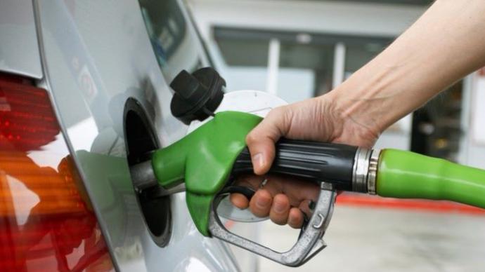 国内92号汽油重回七元区间,加满一箱油多花9元
