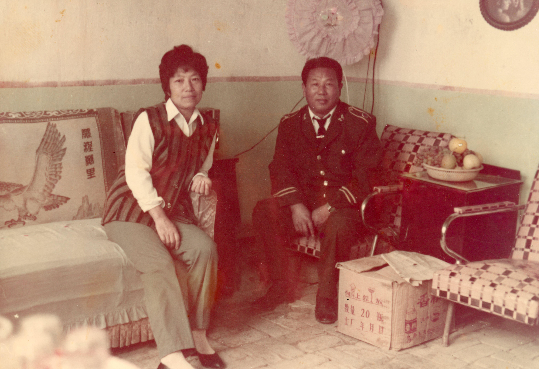 陈福娟与先生在新疆阿克苏的家。 陈福娟 供图