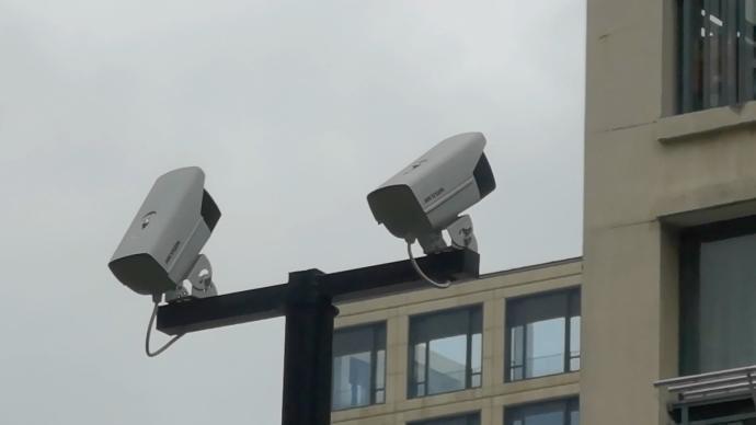 宁波一小区装摄像头监测高空抛物:住户窗户打开就会预警