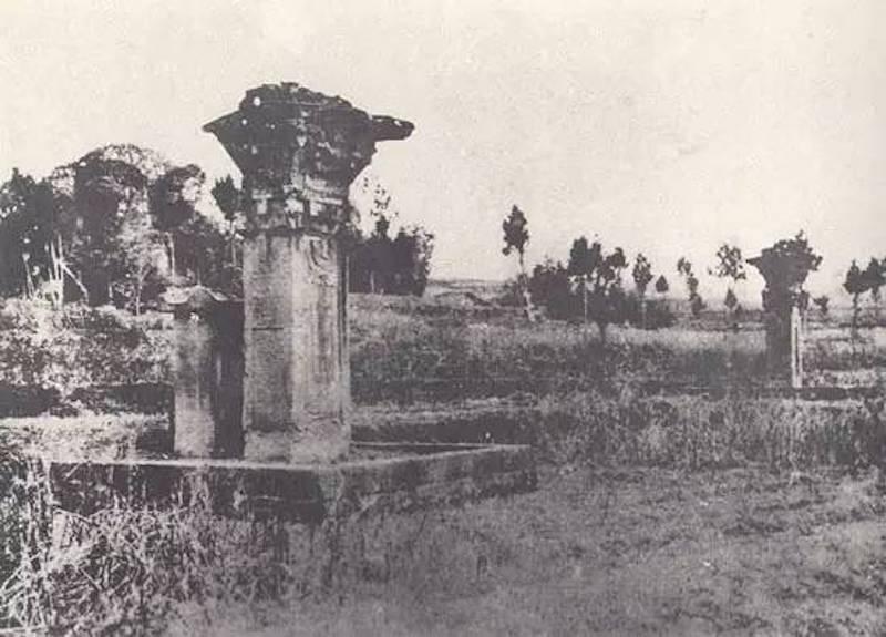 图5、沈府君阙双阙,谢阁兰考察团1914年拍摄