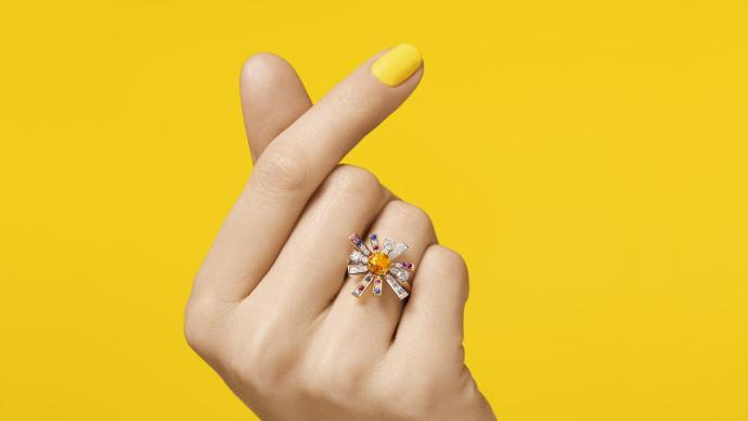 明艳缤纷的璀璨光彩,也是高级珠宝的治愈力