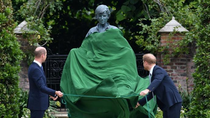 早安·世界 戴安娜诞辰60周年,威廉哈里为母亲雕像揭幕