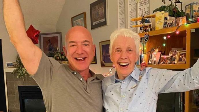 82岁女性将参与蓝色起源载人首飞,还买了维珍银河太空船票