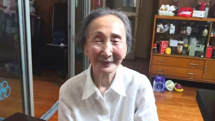 """90岁入党,杭州一位95岁的""""年轻党员""""社区义诊30多年"""