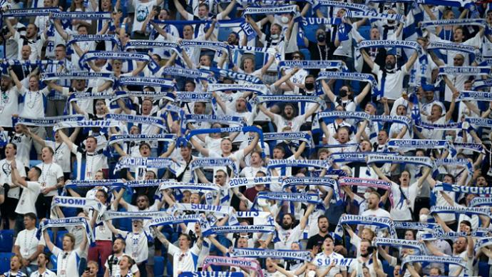 芬兰球迷观看欧洲杯比赛后近300人感染新冠病毒