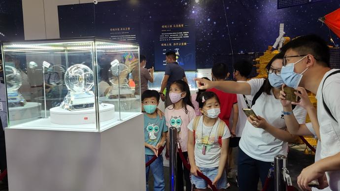 月壤香港复展,市民表示做中国人好自豪