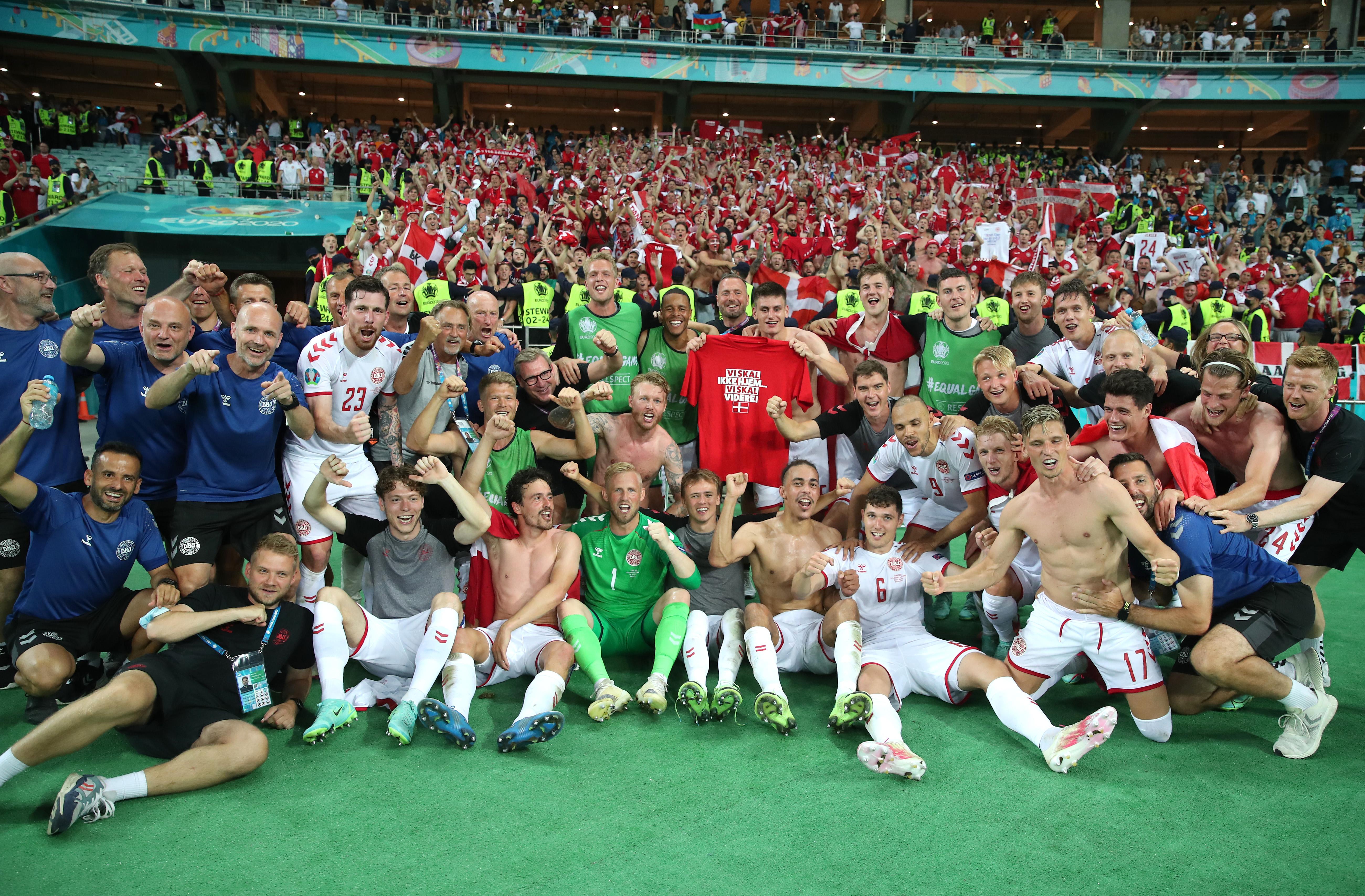 欢庆的丹麦全队。