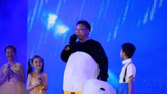 """荣获""""全国优秀共产党员"""",这位校长曾为孩子们扮演功夫熊猫"""