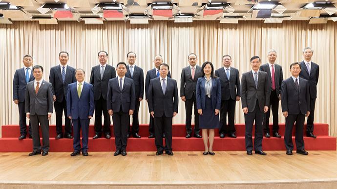 这些专家成为上海这个委员会的新一届委员,龚正市长颁发聘书