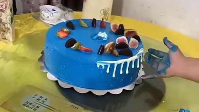常州一市民質疑網紅蛋糕色素超標:孩子吃了口腔變藍,將送檢
