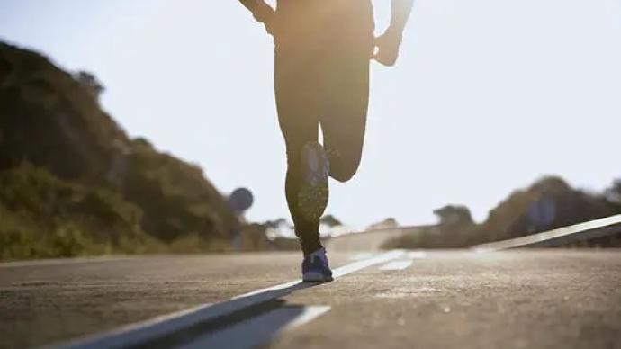 小伙高溫天跑步導致熱射病、橫紋肌溶解,在ICU昏迷4天