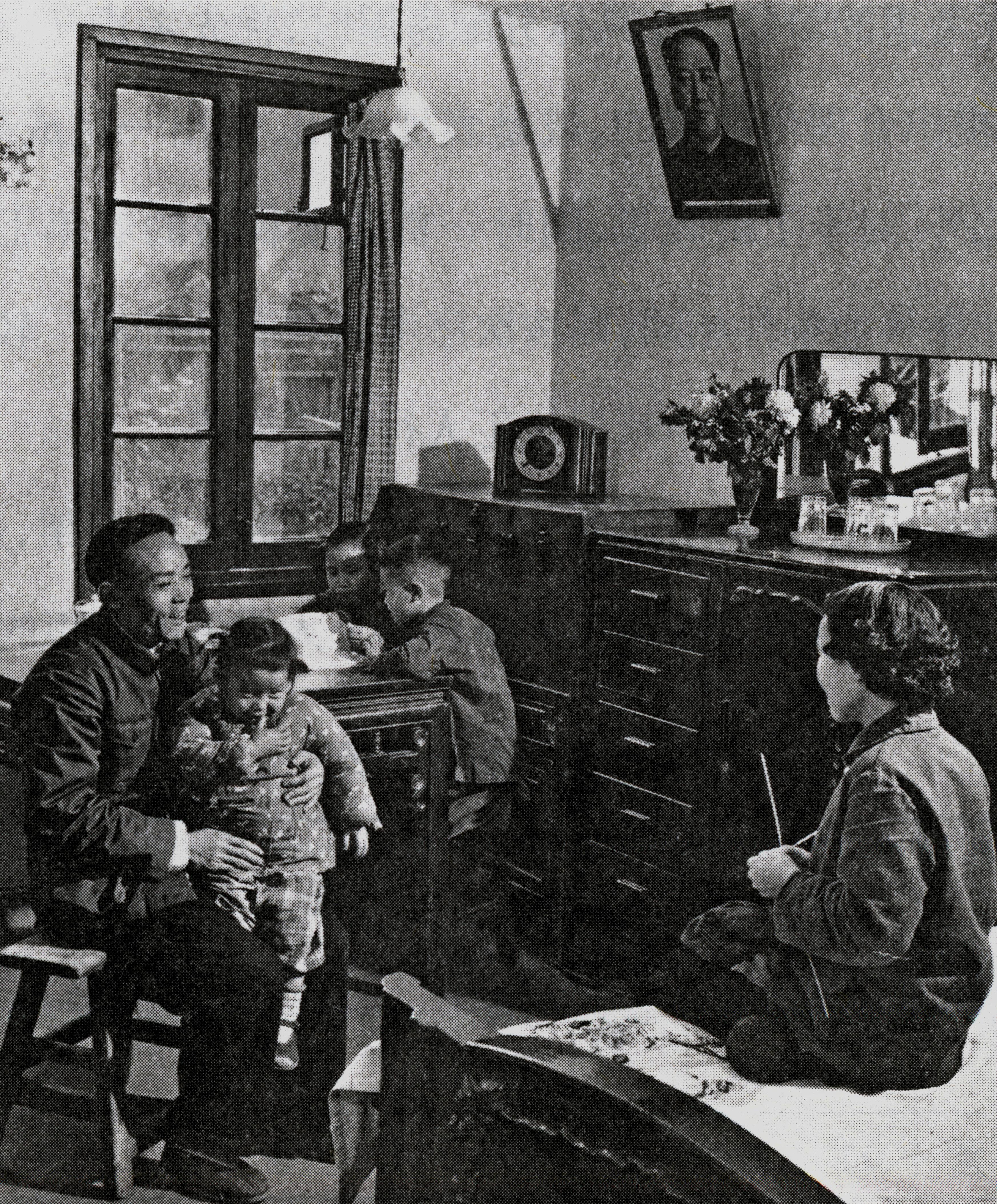 工人居永康全家搬进了曹杨新村的新居。图片来自《上海工人新村建设研究》