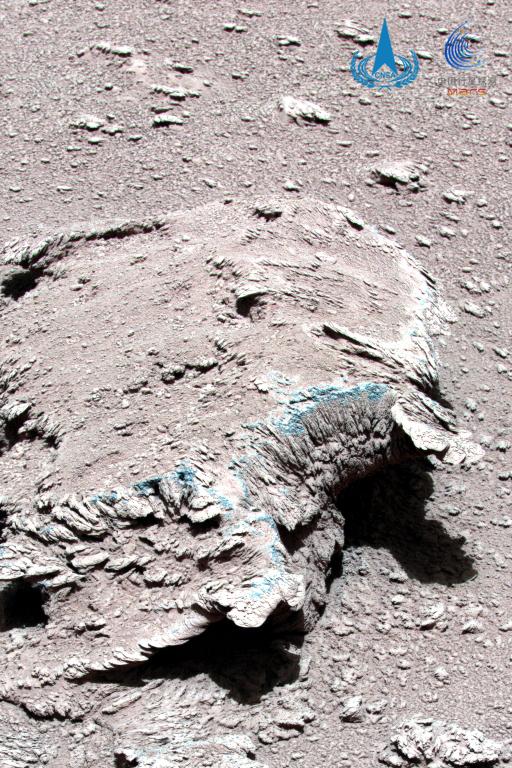 图2 火星岩石和尘土
