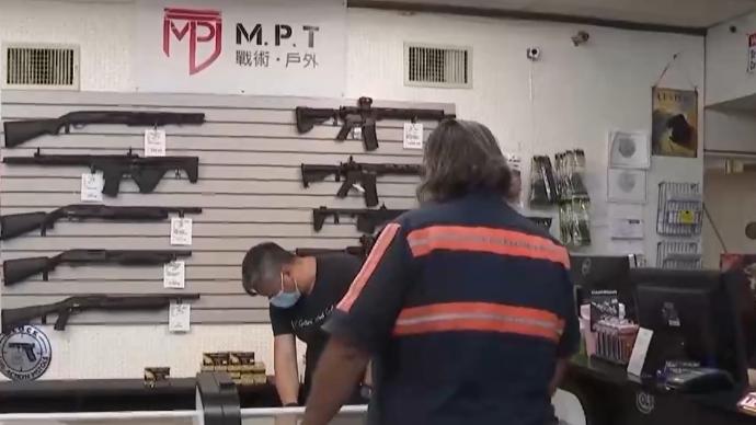 """美國仇恨犯罪增多,部分地區興起""""槍支搶購潮"""""""