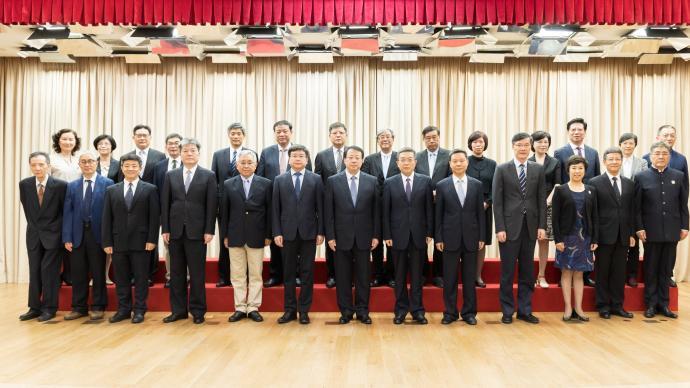 黃融、吳志強等受聘為上海市政府參事,龔正市長頒發聘書