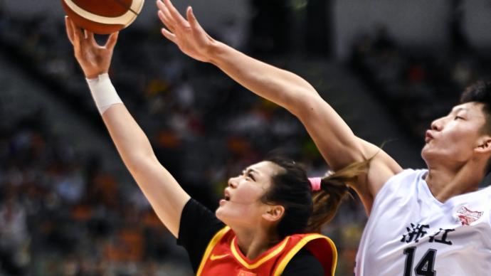 現場 給姑娘們上上對抗!備戰奧運,中國女籃迎戰男籃青年隊