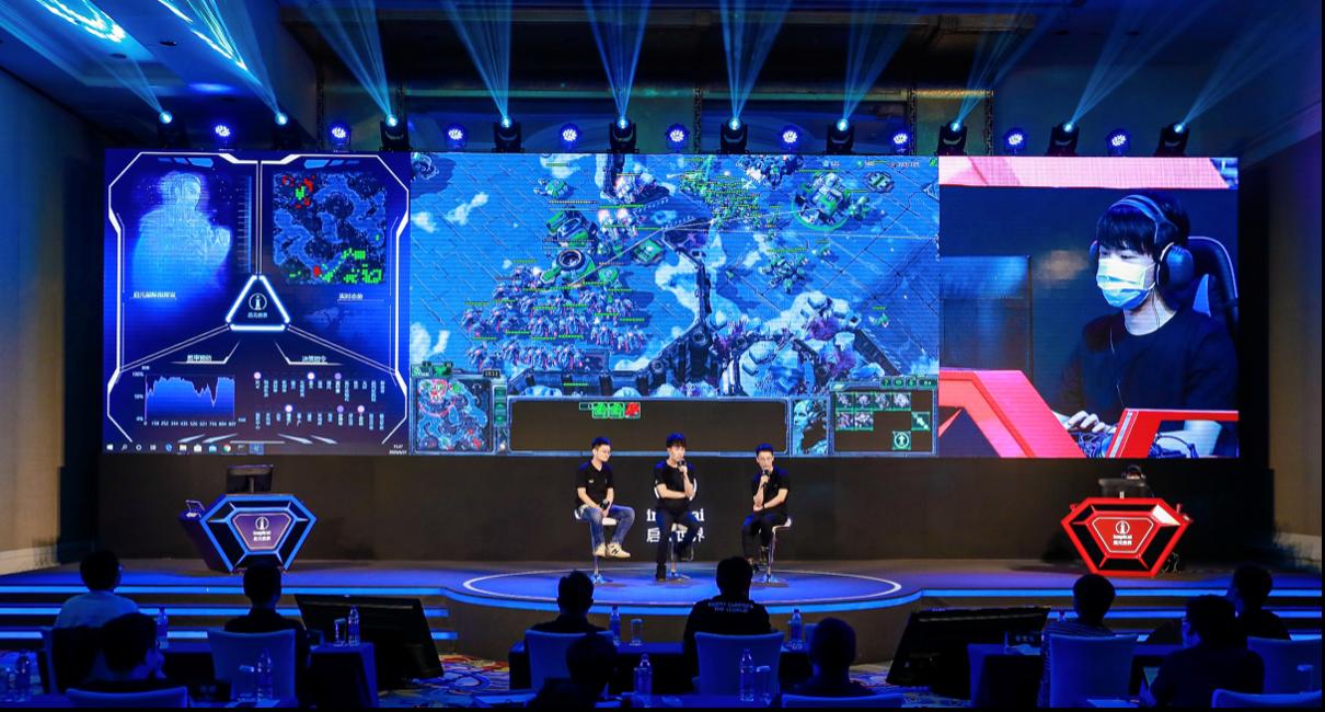 启元AI智能体与中国星际冠军李培楠(TIME)正在进行人机大战