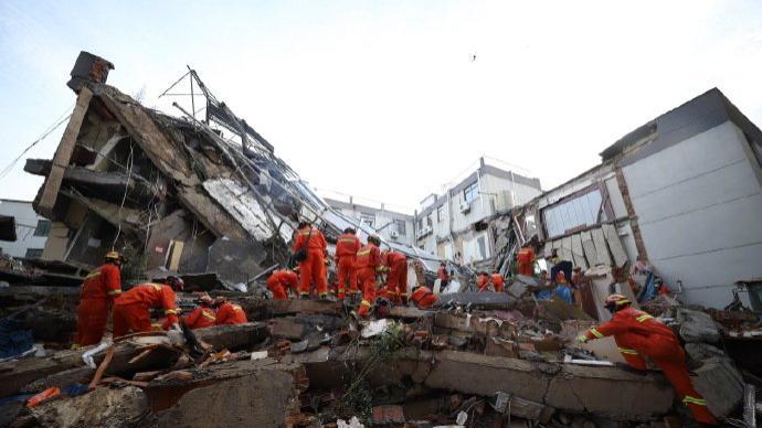 苏州吴江区一酒店辅房倒塌已致1死7伤,另有10人失联