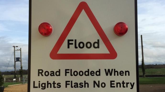 交通设施|面对洪涝,我们的设施起码要能提醒人们自我保护
