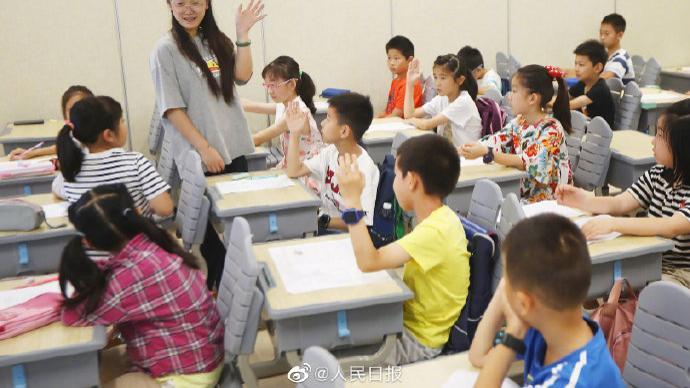 如何避免强制或变相强制要求教师参与托管服务?教育部答澎湃