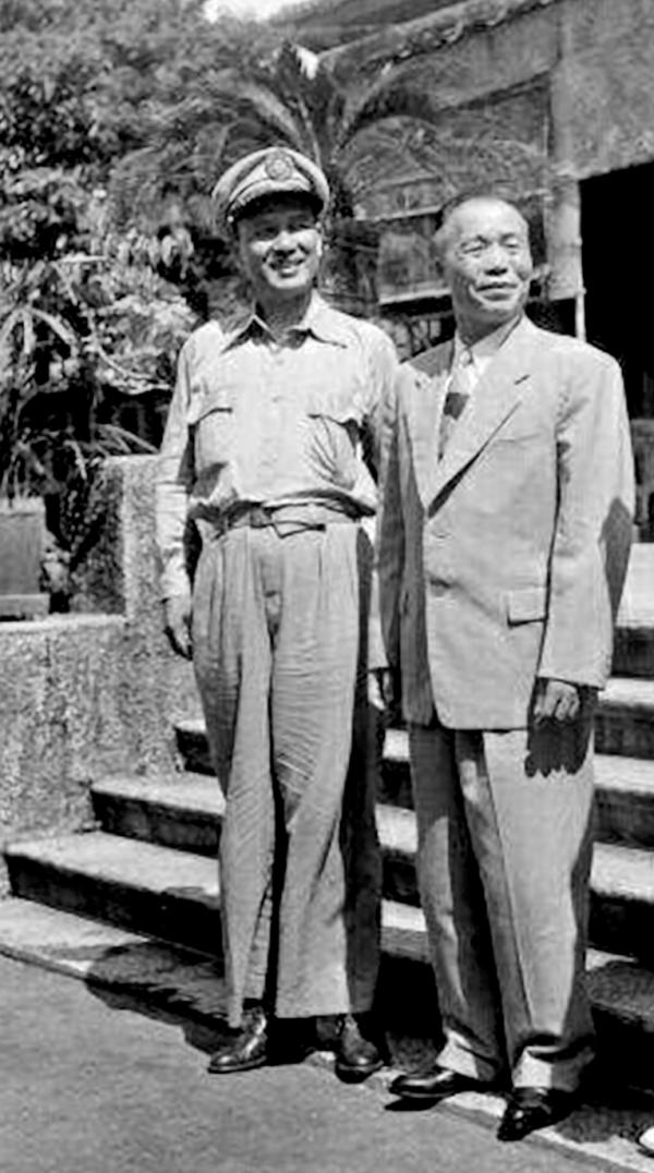 白崇禧与李宗仁,其时李为代总统。他们即将分道扬镳。