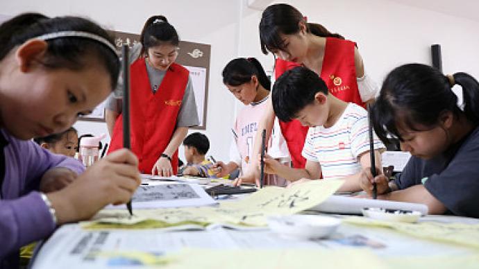 """学校主动、社会参与、教师志愿,正规版""""暑托班""""上线"""