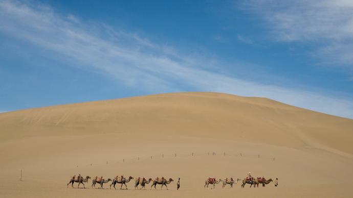 暑假出行,去敦煌看沙漠日落,赏璀璨莫高窟艺术