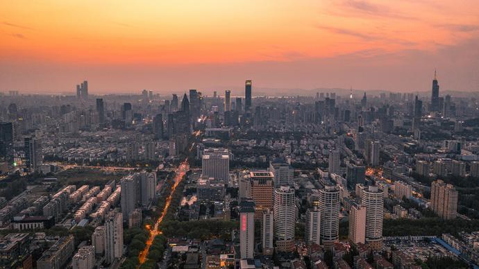 南京:热点楼盘将集中上市,至摇号结束购房者仅可报名一个