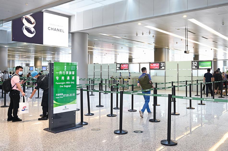 """虹桥机场""""一件行李""""旅客专用通道本文图片均为上海机场集团提供"""