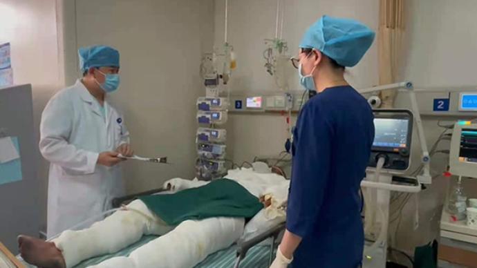 杭州电瓶车起火伤者:父亲全身95%烧伤,8岁女儿病危