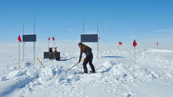 """捕捉高能中微子,粒子天体物理家格陵兰岛冰层下设""""陷阱"""""""