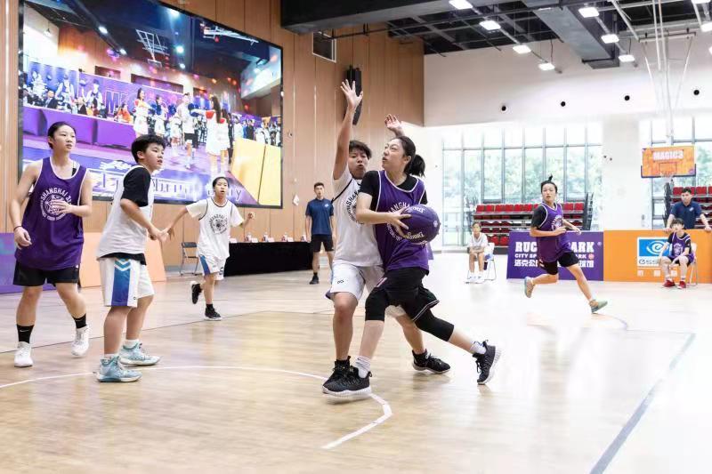 刘雨茜在比赛中。