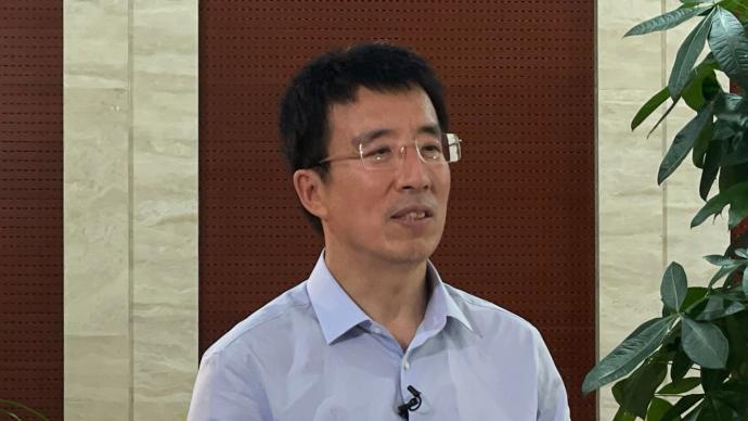 专访|国家卫健委人口家庭司司长杨文庄详解三孩政策回应关切