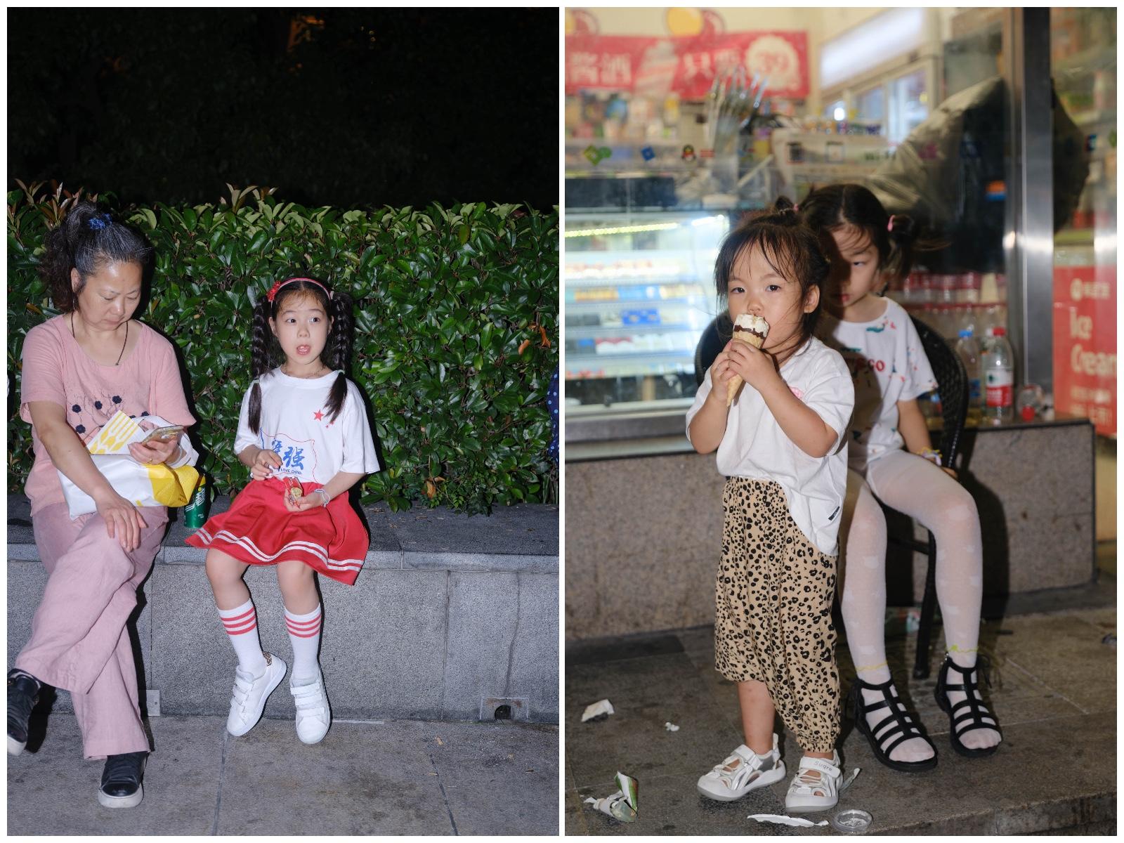 左:在外滩,等待观看灯光秀的孩子;右:灯光秀散场后,豫园附近便利店外的孩子。