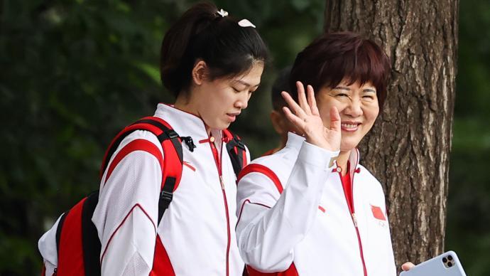中国女排结束东京首次训练,郎平:我们就是来冲击冠军的