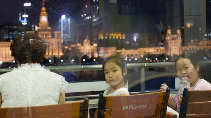 沪上一日|浦江之上,望向下一个百年的孩子的眼睛