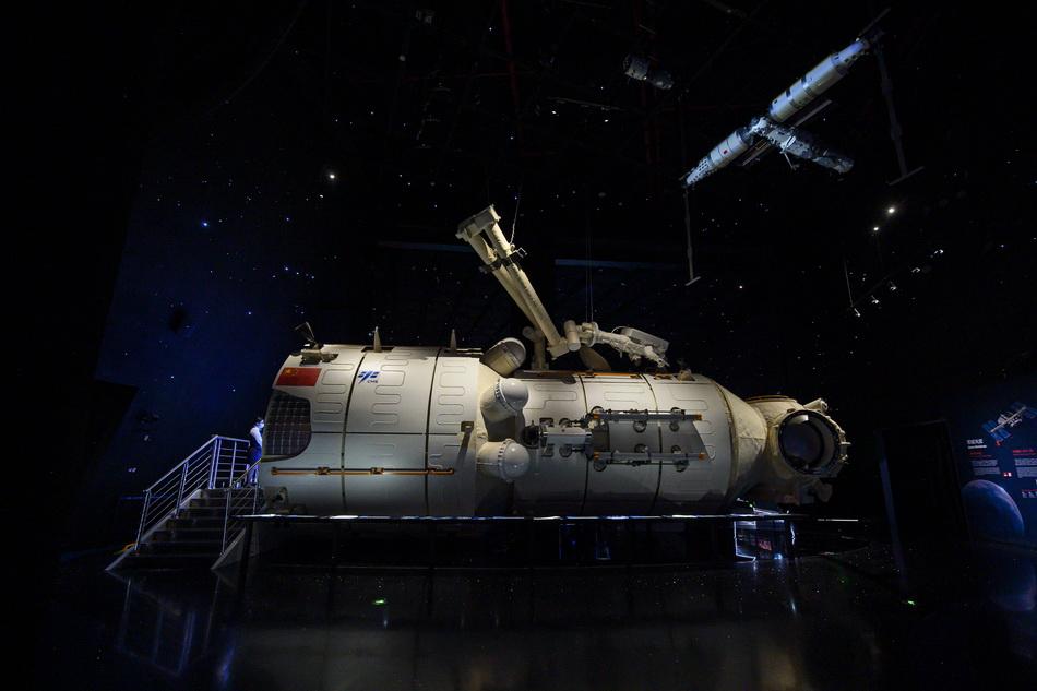 """""""征程""""展区内1:1还原的""""天和号核心舱。澎湃新闻记者 孙湛 图"""