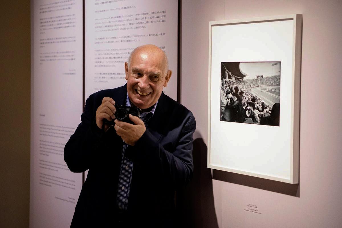 雷蒙・德帕东在展览现场 ©️ Condé Nast Japan