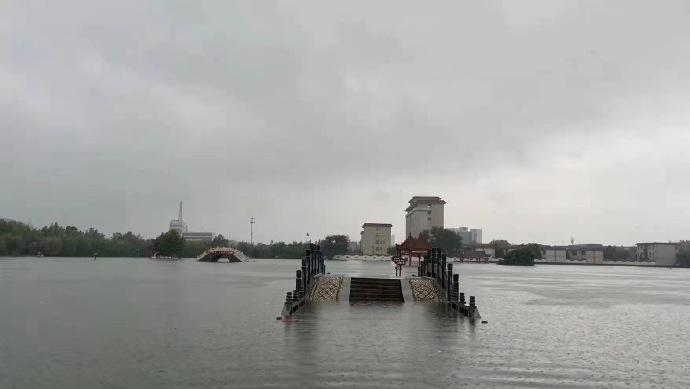7月21日,卫辉市政府附近被淹。来源:微博网友