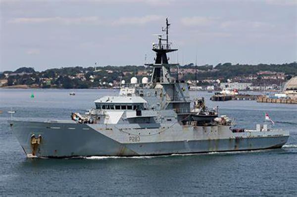 """""""江河""""级海上巡逻舰火力弱小,根本无法与军舰抗衡,甚至比不少执法船还弱。"""