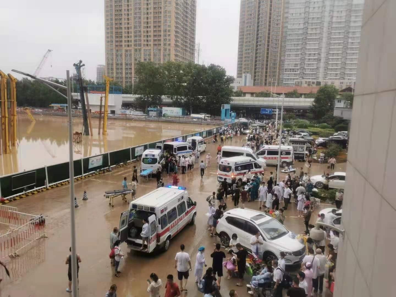 7月21日,郑大一附院河医院区住院患者转运到其他院区。受访者供图