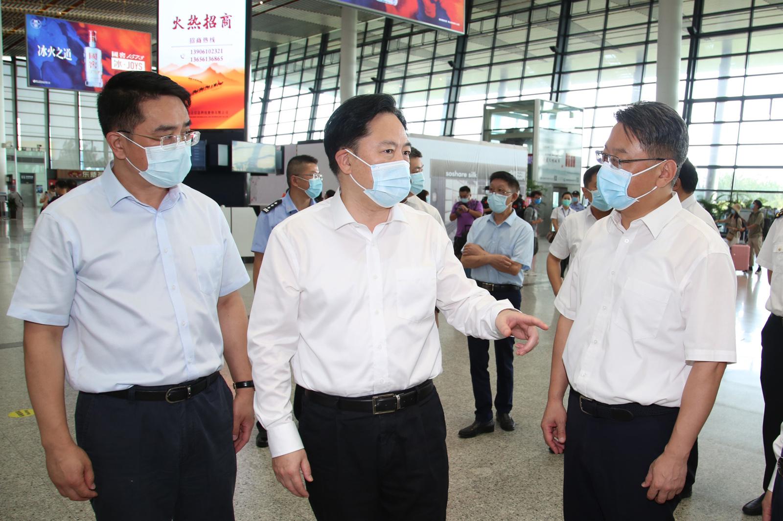 风暴注册报道:江苏常州、无锡两市市委书记赴当地机场,督查疫情防控工作