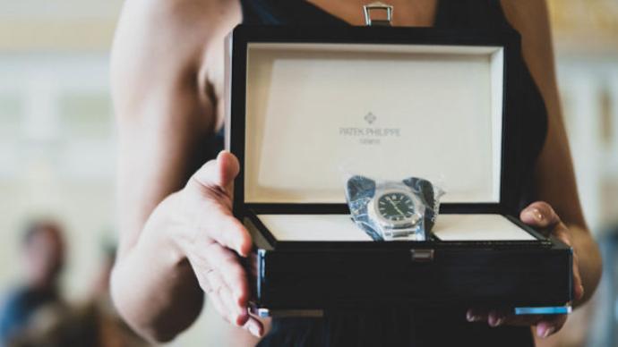 3个月暴涨14倍,一枚百达翡丽绿面鹦鹉螺腕表拍出49万美元